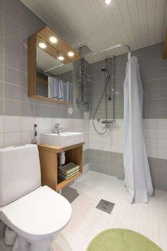 Eri puun ja harmaan sävyillä saa kodikkaan kylpyhuoneen. Klikkaa kuvaa, niin näet tarkemmat tiedot!