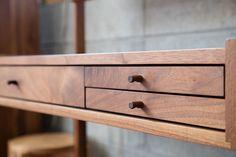 Woodworking Furniture, Art Furniture, Wooden Furniture, Furniture Design, Desk Inspiration, Furniture Inspiration, Japanese Furniture, Small Wood Projects, Home Office Decor