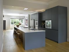 Bespoke Urbo kitchen in blue from Roundhouse