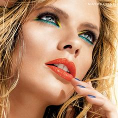 Summer Brights Look - This makeup look is summer perfection.