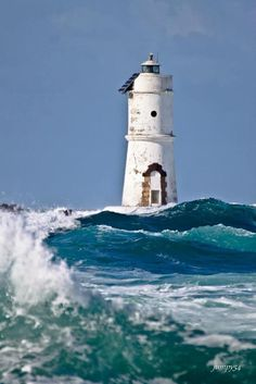 lighthouse in the wind Lighthouse Lighting, Lighthouse Pictures, Beacon Of Light, Sardinia Italy, Am Meer, Belle Photo, Strand, Places To See, Beautiful Places