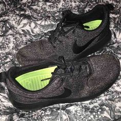 Nike rosche runs cute and comfy! lightly worn size7 in womens Nike Shoes Athletic Shoes