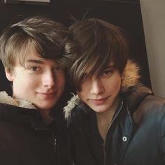 The Wineholics : Jakub & Vitalii Cute Gay Couples, Couples In Love, Cute Teen Guys, Sleeping Boy, Isak & Even, Marie Gomez, Cute Couple Pictures, Sensual, Friends In Love