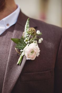 Blush ranunculus boutonniere | Cat Hepple Photography and @French Wedding Style - Wedding Blog | see more on:  http://burnettsboards.com/2014/06/romantic-french-boho-elopement/