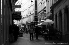 """DIE DOROTHEERGASSE   Hier reihen sich bekannte Begriffe aneinander - allen voran das Cafe Hawelka - ein """"must-have-seen"""". Walking, Seen, Vienna, Street View, Pictures, Walks, Hiking"""