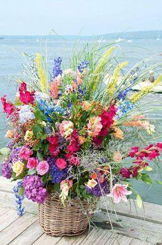 Sayles Livingston Design - Weddings 2009 A windy wedding in Westport, Massachusetts. Fresh Flowers, Pretty Flowers, Spring Flowers, Wild Flowers, Beautiful Flower Arrangements, Floral Arrangements, Flower Vases, Flower Art, Bouquet Champetre