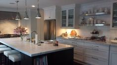 Although to an inexperienced eye marble might be similar to granite, the differences are huge Marble Kitchen Worktops, Kitchen Backsplash, Kitchen Countertops, Backsplash Ideas, Kitchen Redo, Kitchen And Bath, Kitchen Remodel, Kitchen Dining, Bright Kitchens