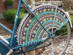 Seriously? Vintage bike and crochet! Does it GET any better than this???