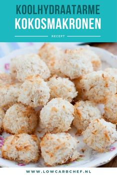 Deze koolhydraatarme kokosmakronen zijn super lekker en makkelijk om te maken. Je kunt de kokosmakronen eten als snack of dessert! #koolhydraatarm #kokos #recepten #gezond