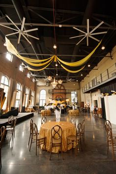 Speakeasy Prohibition themed party decor with black and gold ceiling swag, feather centerpieces, and custom backdrops by Unlimited Events Roaring 20s Theme, Gatsby Theme, Gatsby Party, 1920s Party, 1920s Wedding, Party Wedding, Art Deco Party, Speakeasy Party, Gold Ceiling