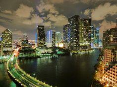 Free Image on Pixabay - Miami, Florida, Skyline, City Best Spring Break Destinations, Winter Sun Destinations, Miami Skyline, New York Skyline, Miami Florida, Miami Beach, Florida Vacation, Knight Frank, Grand Canyon