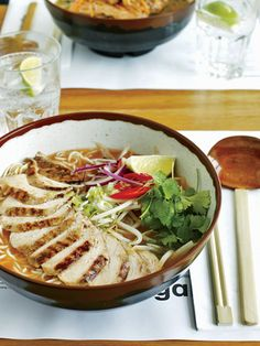 Wagamama is excellent Japanese food - especially the ramen and gyoza. Irish Recipes, Asian Recipes, Healthy Recipes, Ethnic Recipes, Japanese Recipes, Japanese Food, Wagamama Recipe, Good Food, Yummy Food