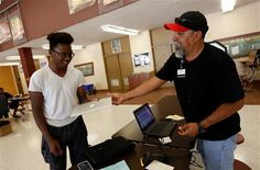 At EPISD, This Time, Students get 'Apples'