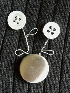 Bonkers About Buttons: Tutorial Tuesday - Make a Button & Wire Brooch