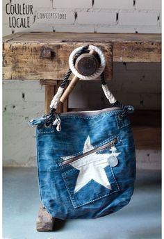 alui lamu double zip bag (leads to shopping link, but could easily figure out this pattern/idea) My Bags, Purses And Bags, Sac Vanessa Bruno, Diy Sac, Denim Purse, Denim Crafts, Recycle Jeans, Recycled Denim, Fabric Bags