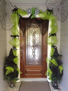 Halloween decorating from the Dollar Stores.../