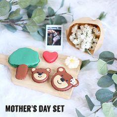 สวัสดีวันหยุดยาวคะ ☀️ ใกล้จะถึงวันแม่แล้ว Pastry Garden มีไอเดียของขวัญพิเศษสำหรับคนรักแม่ทุกคนคะ 😁 Mother's day set 1 : ประกอบด้วย มาการองเซตแม่หมีลูกหมี5ชิ้น พร้อมดอกไม้1ช่อ และ รูปโพราลอย สั่งปริ้นได้ 1 รูปนะคะ | ติดต่อสอบเพิ่มเติม line : @pastrygarden(มี@ด้วยนะคะ) Tel : 0985536262 นะคะ