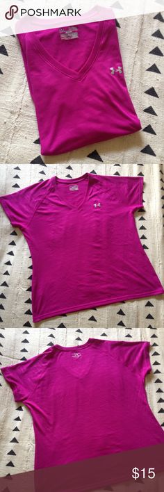 Under Armour heat gear magenta athletic T-shirt XL Under Armour heat gear workout tee in magenta. Subtle zebra-style texture in the fabric (see 5th pic to get the best view of it). Size XL. Pit to pit and length measurements available in the photos. 100% polyester. In excellent condition, save for a tiny snag on the backside of the shirt (see last pic). Questions and offers welcome! Under Armour Tops Tees - Short Sleeve