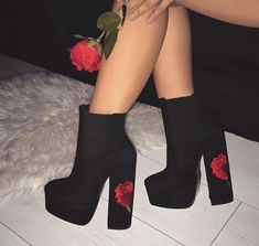 Pinterest: SofiaC.L Tacos Altos, Cute Heels, Shoe Box, Fashion Trends, Womens Fashion, Korea Fashion, Beautiful Shoes, Shoes Sneakers, Shoes Heels