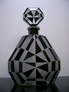 EXCEPTIONAL ART DECO - CUBIST GLASS DECANTER