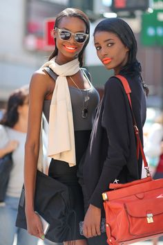 Street Style: New York Fashion Week Street Style Spring 2014 Gorgeous outfits and flawless makeup! New York Street Style, Looks Street Style, Spring Street Style, Looks Style, Street Chic, Nyfw Street, London Street, Street Wear, New York Fashion