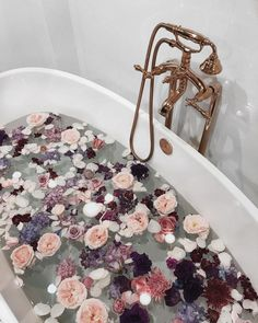 Treat yourself and find your own kind of beauty! Treat yourself and find your own kind of beauty! Flower Aesthetic, Pink Aesthetic, Aesthetic Beauty, Aesthetic Body, Entspannendes Bad, Beauty Treats, Decoration Inspiration, Decor Ideas, Room Ideas