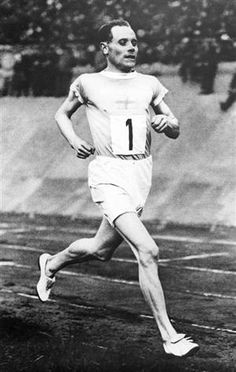 Paris 1924 Olympics - Paavo Nurmi (Finland ) along with Golds in the 1500 & 5000 on the track won the cross country event ( 10 k ) & 2 team event wins for 5 Gold medals in total ! Running Guide, Road Running, Olympic Flag, Long Distance Running Tips, Olympic Village, Sport One, Team Events, Commonwealth Games, Olympic Athletes