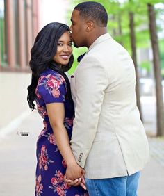 Couple Photoshoot Poses, Couple Photography Poses, Pre Wedding Photoshoot, Couple Posing, Wedding Poses, Engagement Photo Poses, Engagement Couple, Engagement Pictures, Engagement Shoots