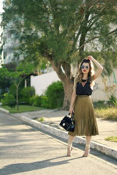 More looks by Leticia Oliveira: http://lb.nu/blogdale  #chic #romantic #blogger #fashion #autumn #brazil #skirt #midi