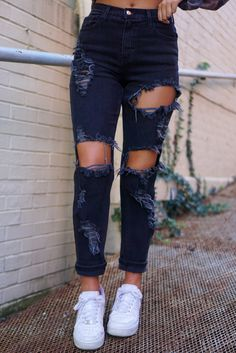 Black Jeans With Holes, Black Ripped Mom Jeans, Jeans With Chains, Distressed Black Jeans, Black Denim, American Eagle Ripped Jeans, High Waisted Black Jeans, Denim Skinny Jeans, Black Ripped Jeans Outfit