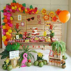 ・・・ Festa tropical para a linda Larissa! Hawaiian Birthday, Flamingo Birthday, Luau Birthday, Flamingo Party, Aloha Party, Fiesta Party, Luau Party, Anniversaire Luau, Sunset Party