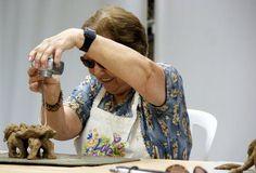 """O curso propõe uma reflexão sobre fotografia e arte tendo como referência os movimentos artísticos surrealismo e dadaísmo. Os participantes realizarão imagens fotográficas diferentes das tradicionais, por meio de diversas técnicas experimentais como: fotomontagem, fotograma, fotografia estroboscópica e light painting. Professoras: Karina Bacci e Renata Madureira Horário: Segundas-feiras, das 10h00 às 12h00 Local: Ateliê do...<br /><a class=""""more-link"""""""