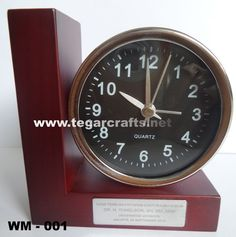 Wooden desk clock WM - 001 size: 9.8 x 10.2 x 4.5cm Ideal as a gift to be shared after the announcement of the results in the college graduation session with the audience, as well as the team of testers. Looked picture beside deskclock type WM-001 to open exam session doctorate in law program organized by the University Jayabaya this September.