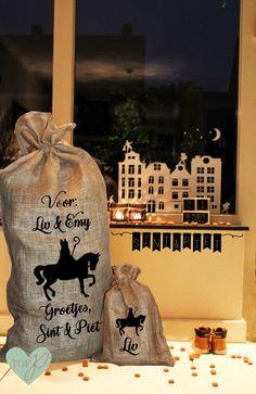 Jute zak met naam | Tof prints | Sinterklaas Jute Zak, Saint Nicholas, December, Holidays, Winter, Baby, Silhouettes, Vacations, Winter Time