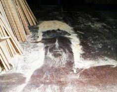 Sinais do fim dos tempos? Milhares de pessoas estão a relatar a imagem de Cristo em vários lugares inusitados ~ Sempre Questione
