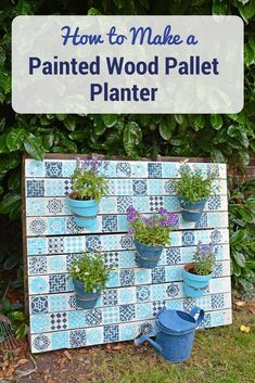Outdoor Decorating/Gardening : Upcycle an old wood pallet with a moroccan tile stencils, to make an bright painted wood pallet wall planter to add colour to your garden. -Read More – Used Pallets, Recycled Pallets, Wooden Pallets, Best Decor, Unique Home Decor, Diy Pallet Projects, Wood Projects, Pallet Ideas, Wood Ideas