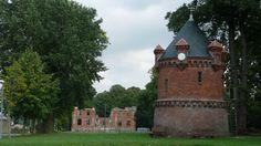 Wasserturm und Schloss Goldenbow in Mecklenburg-Vorpommern (Familien von Lützow, von Schilden, von Bülow)