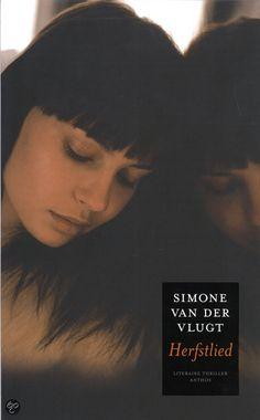 Herfstlied - Simone van der Vlugt 2009 Als journaliste voor de cultuurpagina van het Leidsch Dagblad heeft Nadine het prima naar haar zin,maar eigenlijk zou ze het liefst schrijfster worden. Net als ze erin slaagt een uitgever voor haar werk te interesseren,wordt Leiden opgeschrikt door de moord op een jonge vrouw. Samen