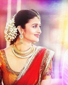 Alia bhatt - kırmızı bollywood в 2019 г. alia bhatt saree, a Last Minute, Alia Bhatt 2 States, Alia Bhatt Saree, Traditional Hairstyle, Indian Look, Indian Style, Indian Bridal Makeup, Bride Look, Hacks