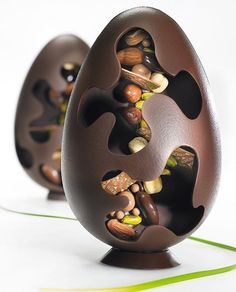 Easter is around the corner! Share with us your Easter creations by adding to your post for a chance to be regrammed on our page! Stunning Mendiants Egg by L'Ecole Valrhona's Pastry Chefs . Chocolate World, I Love Chocolate, Easter Chocolate, Chocolate Art, Chocolate Gifts, Chocolate Lovers, Chocolat Valrhona, Chocolate Showpiece, Artisan Chocolate