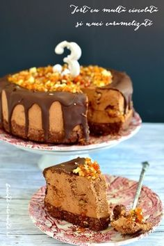 Tort cu multă ciocolată şi nuci caramelizate Dessert In A Jar, Good Food, Yummy Food, Something Sweet, Cheesecakes, Caramel, Food And Drink, Cooking Recipes, Sweets
