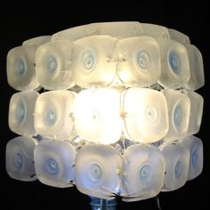 Cómo realizar una lámpara con 45 botellas de plástico - Lamp made out of...