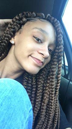 box braids/triangle parts # Braids africanas woman micro Braids Braids styles - Hairstyles Large Box Braids, Short Box Braids, Jumbo Box Braids, Micro Braids, Box Braids Hairstyles, Try On Hairstyles, Protective Hairstyles, Protective Styles, Baddie Hairstyles