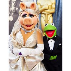 """With just a month to go before #TheMuppets TV reboot, #MissPiggy and #KermitTheFrog have announced their break-up.  Although they will continue to work together, a statement from their pages state that their """"personal lives are now distinct and separate"""", and they will be """"seeing other people, frogs, et al."""""""