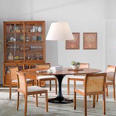 Sɑℓɑʂ ∂ɛ ʝαɳʈαɾ. Tok&Stok Jantar Um encontro de estilos: Mesa de Eero Saarinen, cadeiras e buffet de Guilherme Bender Teak Furniture, Furniture Decor, Dinning Table, Dining Chairs, Mesa Oval, Dinner Room, Dining Room Inspiration, Wood Design, Home Interior Design