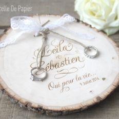 Afficher l'image d'origine Ring Holder Wedding, Bachelorette Party Gifts, Craft Wedding, Blue Wedding, Bridesmaid Gifts, Wedding Accessories, Wedding Designs, Christmas Decorations, Wedding Inspiration