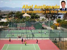 Pistas deportivas contiguas a la urbanización, de propiedad municipal y gestionadas con mucho acierto por empresa privada (Álvaro, 40-nada, apasionado del tenis, excelente maestro).