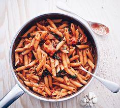 kermainen tomaatti-pekoni-pinaattipasta tomaattinen pekonipasta - Suusta suuhun | Lily.fi
