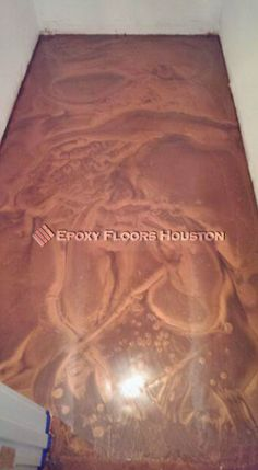 How about this camel colored floor sparkling with textures? #Textured #Floor #Epoxy #Decor #Houston