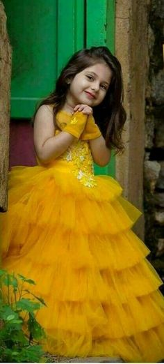 Photography kids poses girls 15 Ideas for 2019 Dresses Kids Girl, Kids Outfits, Cute Kids, Cute Babies, Cute Baby Girl Pictures, Kids Gown, Kids Frocks, Cute Little Baby, Beautiful Children